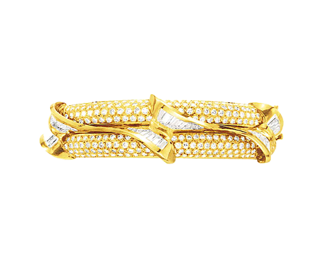 A DIAMOND AND GOLD BANGLE BRACELET